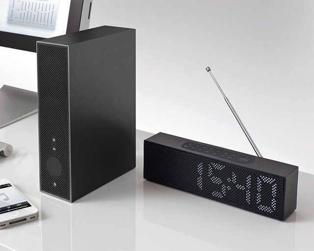 titanium-clock-radio-black-2